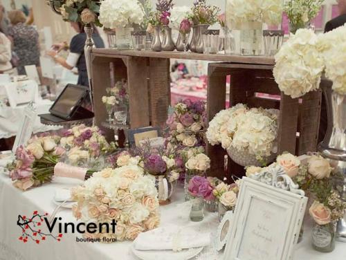 boda clsica que usa arreglos florales sobrios y elegantes pero que nunca pasan de moda no obstante hay que emplear nuevos criterios en la decoracin que